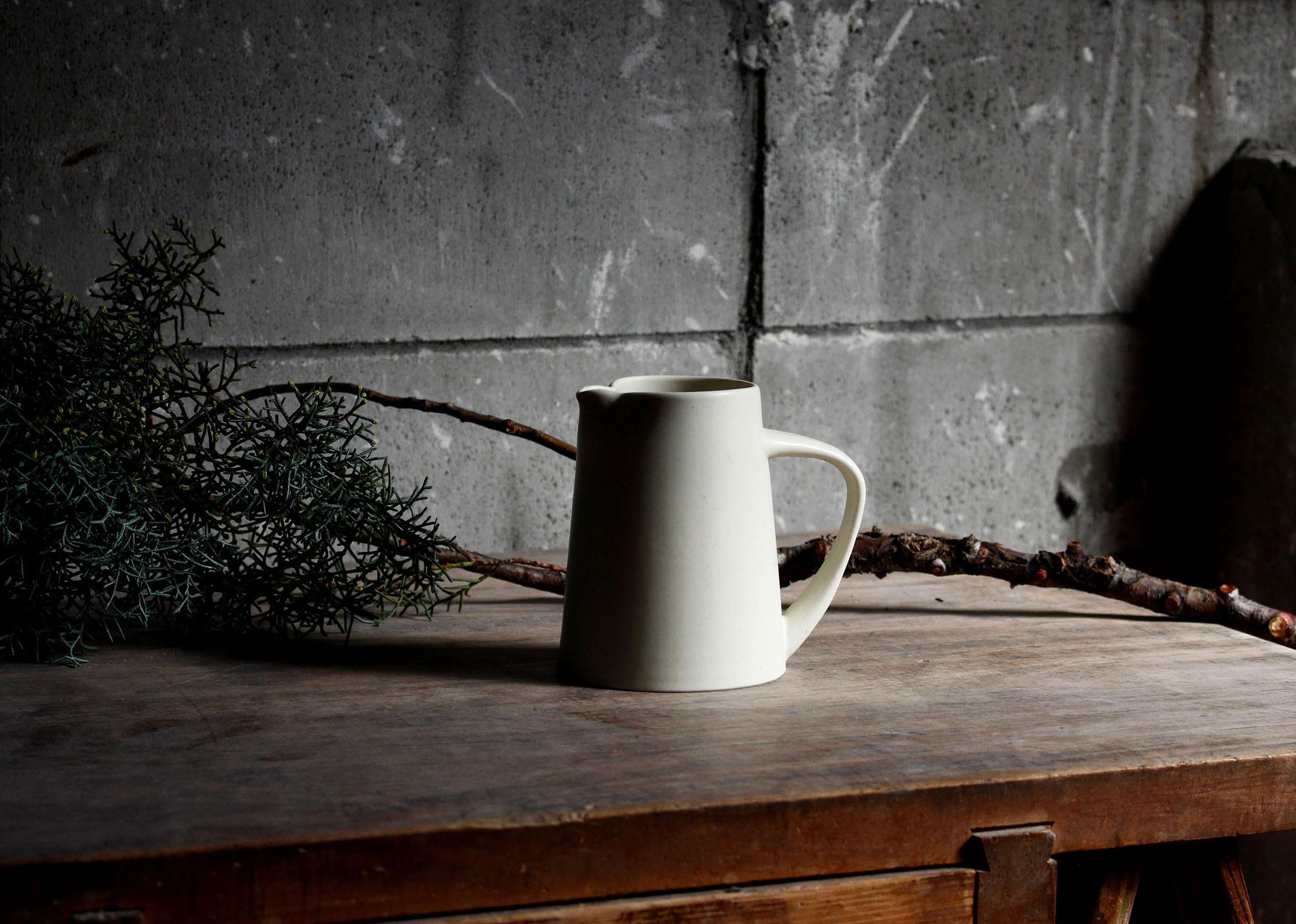 kaneaki-sakai-pottery%e3%81%ae%e8%94%b5%e5%87%ba%e3%81%97%e4%bd%99%e7%99%bd%e3%81%aa%e3%81%97